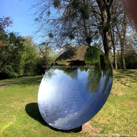 Anish Kapoor Mirror concave sculpture